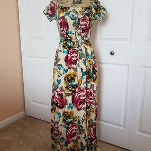 🌺Beautiful floral Maxi dress! NWT